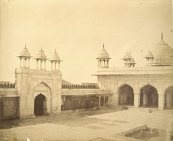 The Mote Musjid, Agra. Left hand.